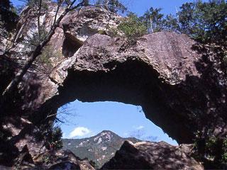 「乳岩(ちいわ)」愛知県新城市