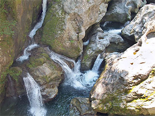 「八釜の甌穴群」愛媛県久万高原町