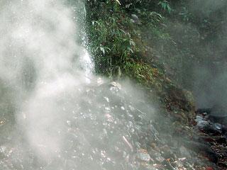 鬼首温泉「吹上地獄谷」宮城県大崎市