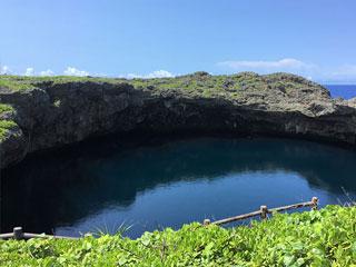 「通り池」沖縄県宮古島市(下地島)