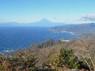 山頂から富士山や南伊豆などのパノラマ「高通山」静岡県南伊豆町
