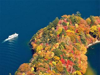 中禅寺湖「八丁出島の紅葉」栃木県日光市