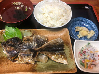 食事処おともだち「とび魚くさや定食」東京都大島町(伊豆大島)